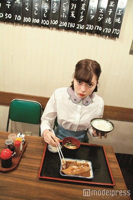 八木アリサ「ViVi」3月号より(画像提供:講談社)