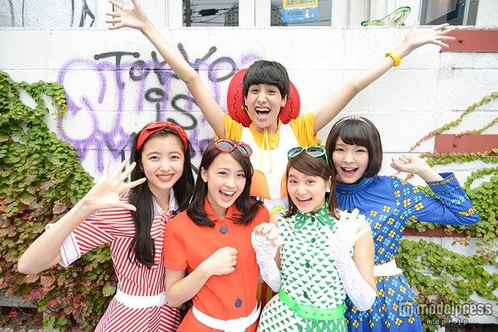 けみお&アミーガチュ /大塚麻未は前列左から2番目【モデルプレス】