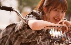 NYマンハッタンで自転車に乗る生田絵梨花/セカンド写真集『インターミッション』(講談社)表紙:撮影/中村和孝
