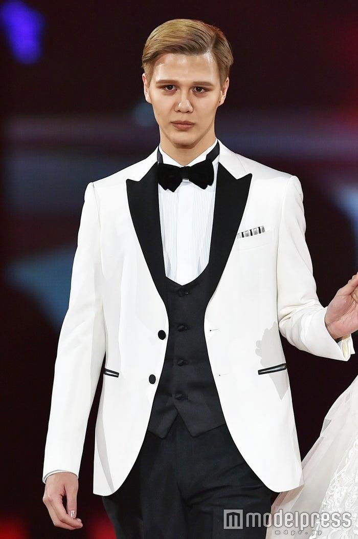 桑田真澄の息子・モデルMattが登場!タキシードでクールにエスコート<札幌コレクション2017>(C)モデルプレス