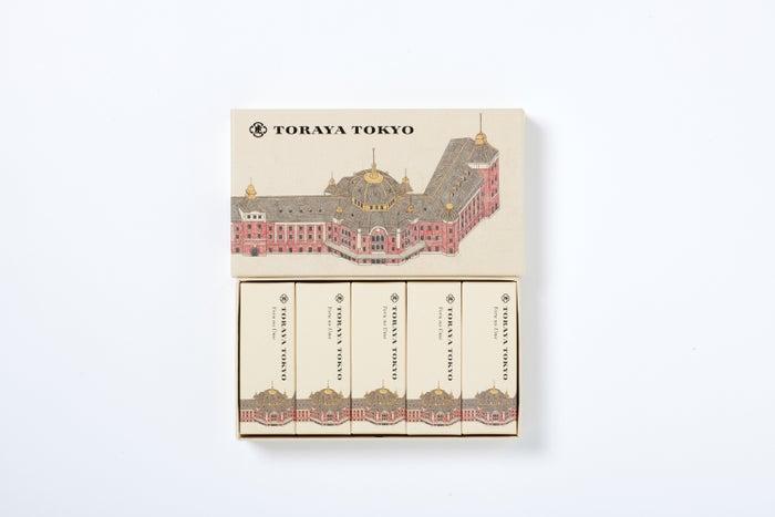 TORAYA TOKYO 限定 小形羊羹5本入り(夜の梅)1,404円(税込)(提供写真)