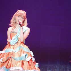 モデルプレス - Dream Ami、かぼちゃドレスで熱唱 E-girlsメンバーと「本気の仮装」ハロウィンパーティーを明かす