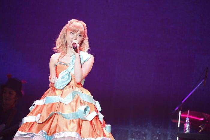 ドレスを着たAmi