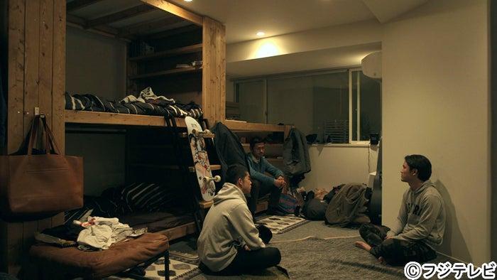 「テラスハウス」男子メンバー(左:菅谷哲也、中:今井洋介)に卒業の意思を明かす宮城大樹(右)/「テラスハウス」12月9日放送回より