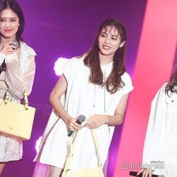 E-girls楓・藤井夏恋・山口乃々華、色気たっぷり 肌見せで魅了