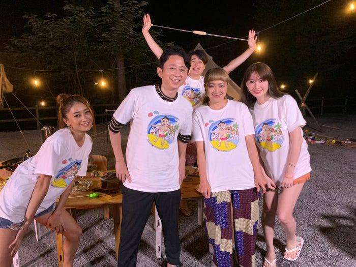 (左から)みちょぱ、有吉弘行、吉村崇、丸山桂里奈、小嶋陽菜(C)モデルプレス