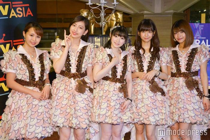 Juice=Juice(左から高木紗友希、植村あかり、宮本佳林、宮崎由加、金澤朋子) (C)モデルプレス