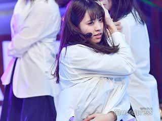 欅坂46、2年連続ステージで迫力ダンス 小林由依「アンビバレント」初センター<レコ大>