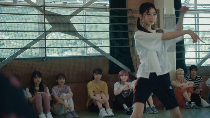 千葉恵里 AKB48 58thシングル「根も葉もRumor」MVより(C)AKB48/キングレコード