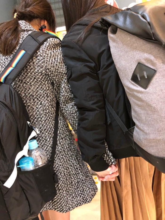 Nonoが隠し撮りした手を繋ぐamiとMOMOKAN(2018年2月)