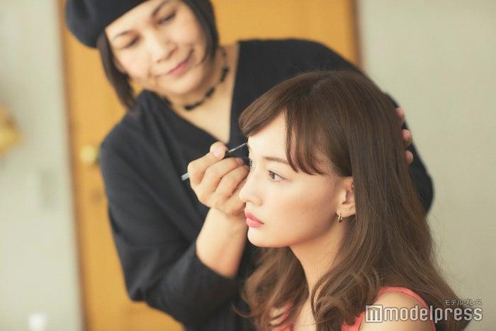 「2週間に1回は眉のお手入れをするといいですね」(千吉良)(C)モデルプレス