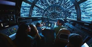 米ディズニー「スター・ウォーズ:ギャラクシーズ・エッジ」誕生迫る、銀河フード&ライトセーバーを作れるショップに注目