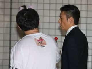 マスコミ注意動画で話題のYouTuberよりひと、伊勢谷被告にメントスコーラで突撃し警察に連行される