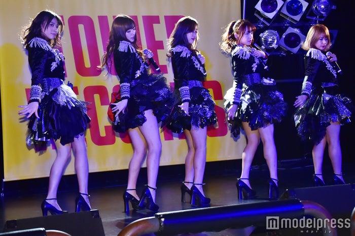 ℃-ute(左から)矢島舞美、鈴木愛理、萩原舞、中島早貴、岡井千聖 (C)モデルプレス