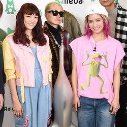 """E-girls須田アンナ&YURINO、ピンク×デニムの""""個性派""""ストリートコーデが可愛い!<ファッションチェック>"""