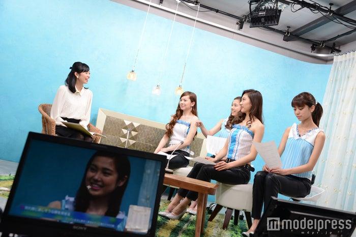 オンエア中の模様 4K Girls/左から:LORAINE、ERIKA、AYA、MAYUNA(C)モデルプレス