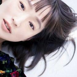 安藤裕子、「進撃の巨人」EDテーマ『衝撃』のジャケット公開!特典のチェンジンクジャケットはエレンのイラストを安藤が色付け
