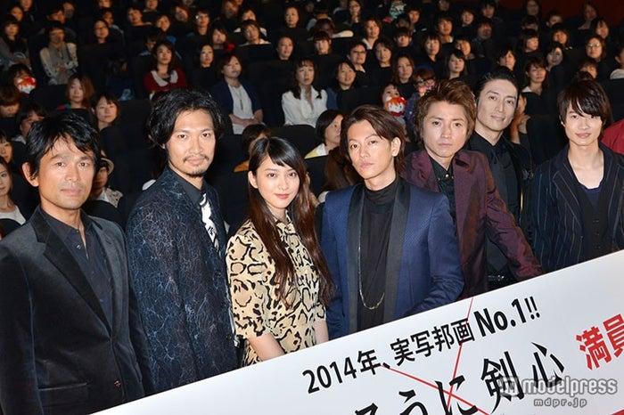(左から)江口洋介、青木崇高、武井咲、佐藤健、藤原竜也、伊勢谷友介、神木隆之介