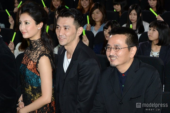 (左から)菜々緒、村上淳、瀧本智行監督