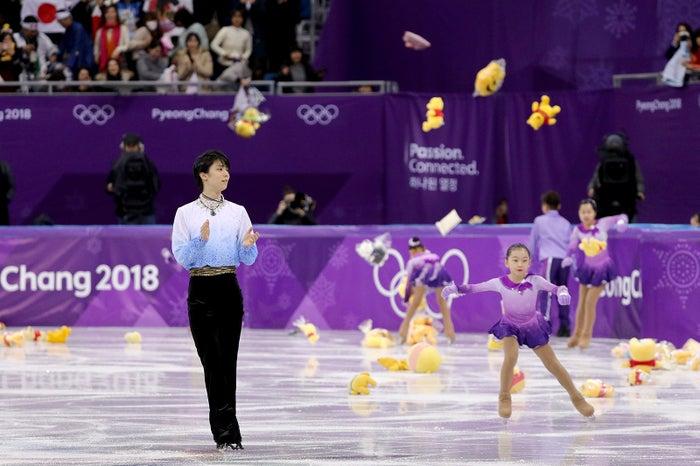 羽生選手の演技後、大量のプーさんが降り注ぐ(Photo by Getty Images)