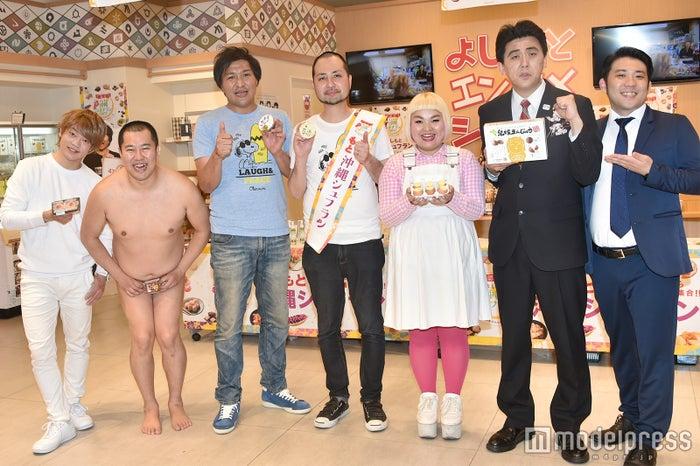 (左から)おばたのお兄さん、とにかく明るい安村、スリムクラブ、大屋あゆみ、ビスケッティ(C)モデルプレス