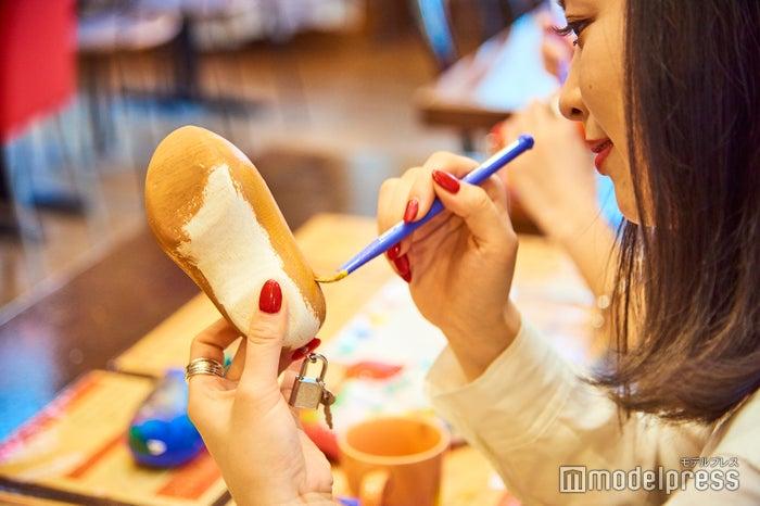 世界で一つだけのオリジナル木靴を作成(C)モデルプレス