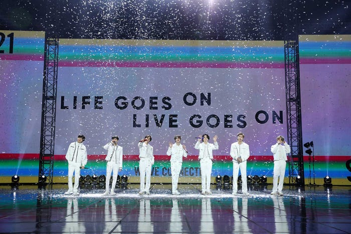 BTS「2021 NEW YEAR'S EVE LIVE」より(提供写真)