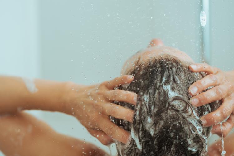お風呂タイムにヘッドマッサージ