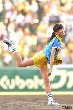 小島瑠璃子、甲子園でノーバン始球式「思ったところにボールが行った」とニッコリ
