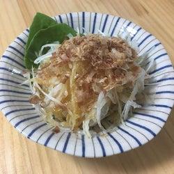 これからが旬の「新玉ねぎ」をおいしく食べられる簡単サラダのレシピ