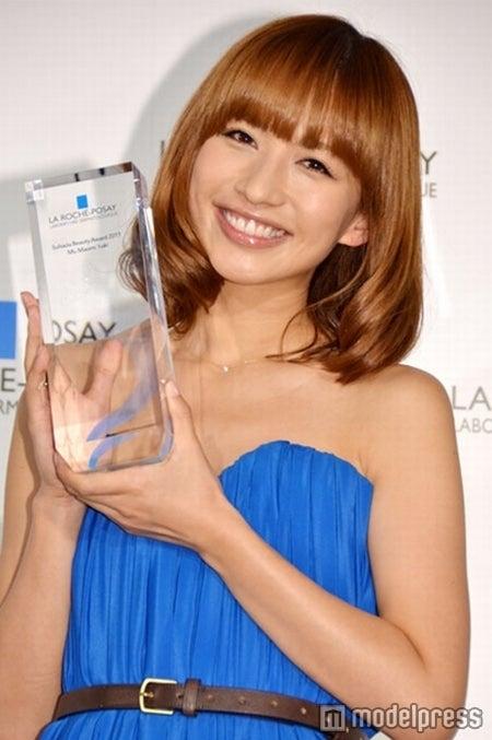 「美人・オブ・ザ・イヤー2011」に選出された優木まおみ