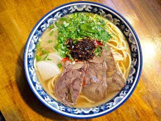 2時間で100人並ぶ! 美しい「手延べ麺」と「薬膳スープ」で中毒必至、中国の有名ラーメン店が東京上陸