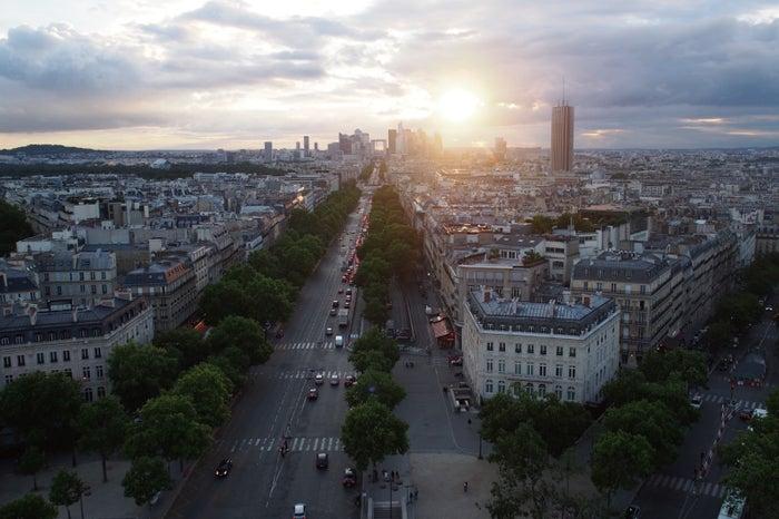 凱旋門の上から眺めたパリの街並みは一生忘れられない風景(提供画像)