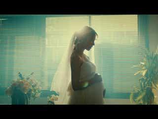 衛藤美彩、ウエディングドレスで自身初の妊婦姿披露 母への愛描くショートドラマに主演で大粒の涙も