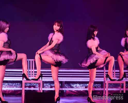 AKB48、柏木由紀演出で48曲ノンストップライブ 大人数で美脚全開「誘惑のガーター」も<セットリスト>
