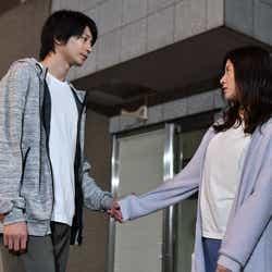 向井理、吉高由里子/「わたし、定時で帰ります。」第8話より(C)TBS