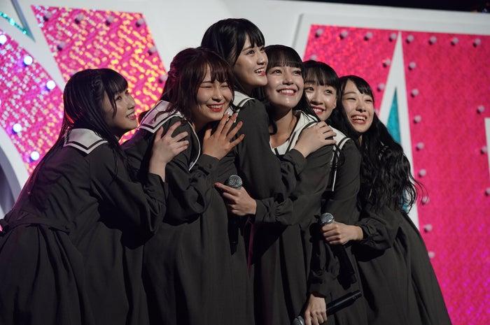 (左から)山本杏奈、大場花菜、高松瞳、諸橋沙夏、音嶋莉沙、瀧脇笙古/=LOVEファーストコンサート「初めまして、=LOVEです。」(提供写真)