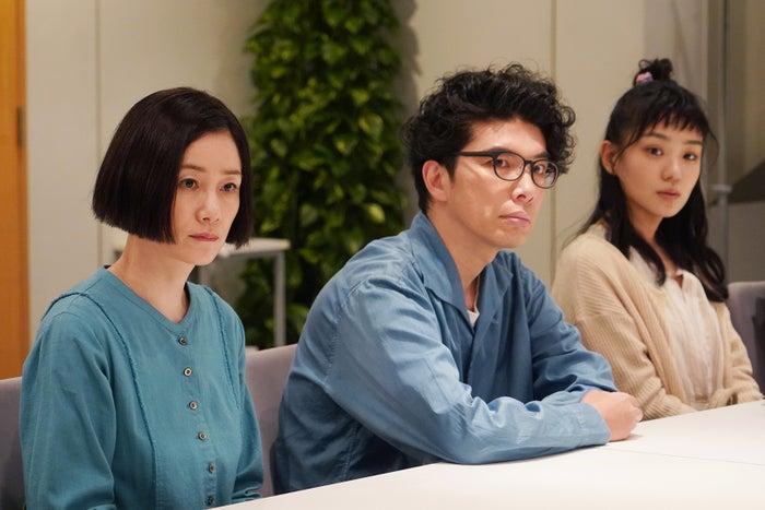 原田知世、片桐仁、奈緒/「あなたの番です」第4話より(C)日本テレビ