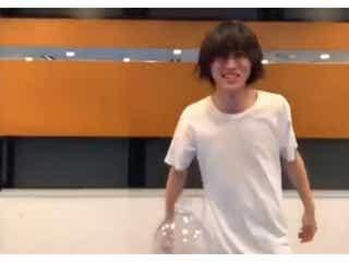 """山崎賢人""""ボトルキャップチャレンジ""""動画公開「かっこよすぎ」「神ワザ」と大反響"""