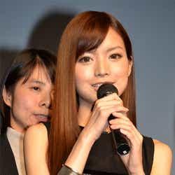 アンナ・ケイ(中国ではイエ・シーチーの名で歌手として活動している)
