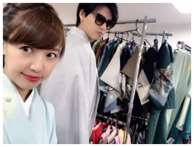 着物を着た二人/アレクサンダーオフィシャルブログ(Ameba)より