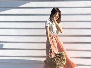 《ふんわり揺れスカート×Tシャツ》を大人っぽく。きれいめカジュアルなシンプルコーデ8選