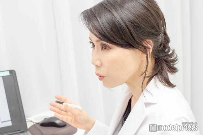 医療用語も詳しく説明してくれてわかりやすい(C)モデルプレス