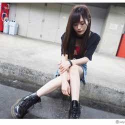 モデルプレス - NMB48山本彩、ミニスカートで色白美脚披露「スタイル良い」と絶賛の声