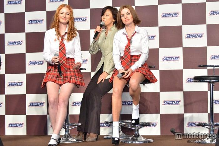 10年前のドタキャン騒動を語るt.A.T.u.(左から)リェーナ・カーチナ、ユーリャ・ヴォルコア