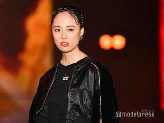 「あなたの番です」で話題の大友花恋、斬新透けブーツがSEXY<GirlsAward 2019 A/W>