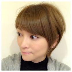 ばっさりショートヘアの吉澤ひとみ/吉澤ひとみオフィシャルブログ(Ameba)より