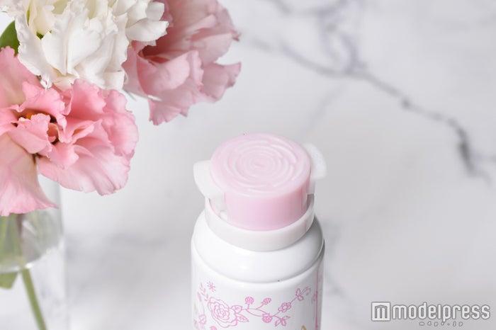 バラの花を再現する絶妙な設計に(C)モデルプレス