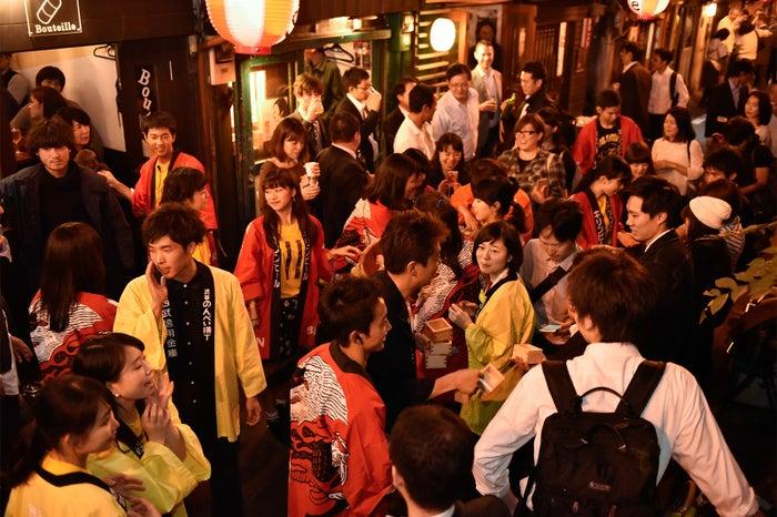 渋谷のツウな飲み屋街で「渋谷のんべい横丁祭り2017」開催 幻の日本酒&神輿の練り歩きも/画像提供:渋谷のんべい横丁祭り実行委員会