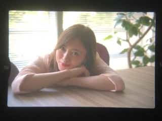 乃木坂46白石麻衣のオフ動画「エモすぎ」「ファインダーごしの女神」と絶賛の声